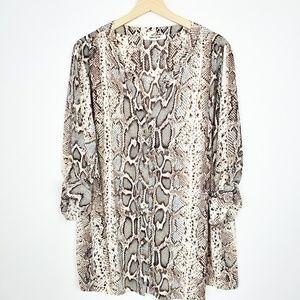 🌵Daniel Rainn Snake skin blouse. A10